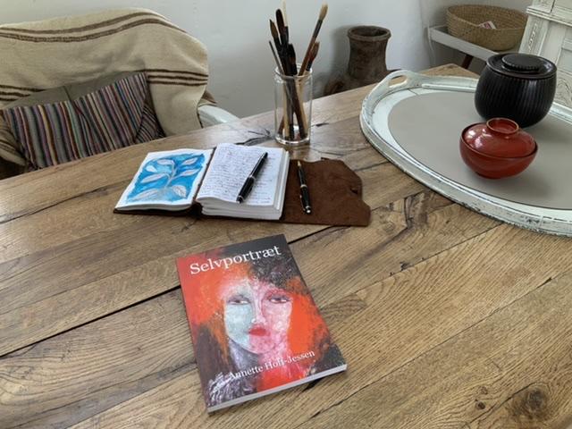 Annette Hoff-Jessen, bog, selvportræt, Atelier-Kaiserborgen